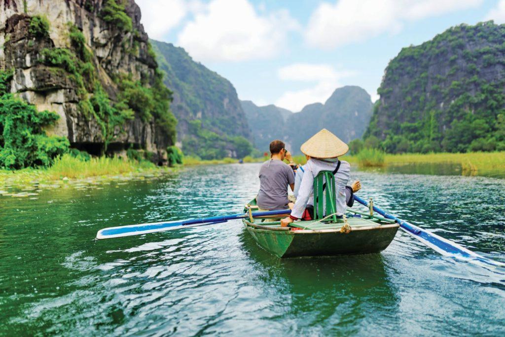 Tour Khám Phá Hoa Lư - Tam Cốc Trong Ngày: Nhóm Nhỏ & Buffet Trưa