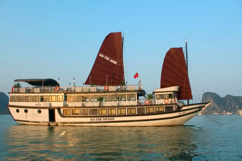 Bai Tho Junks Cruise
